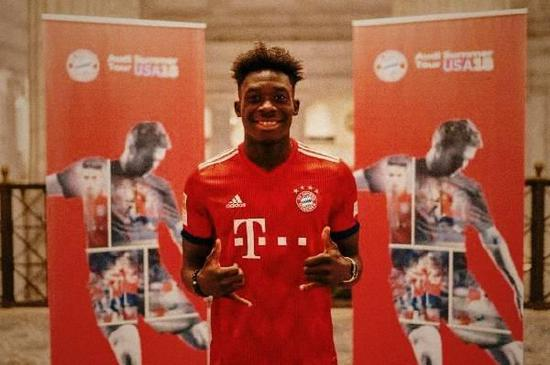Alphonso Davies y Manchester United