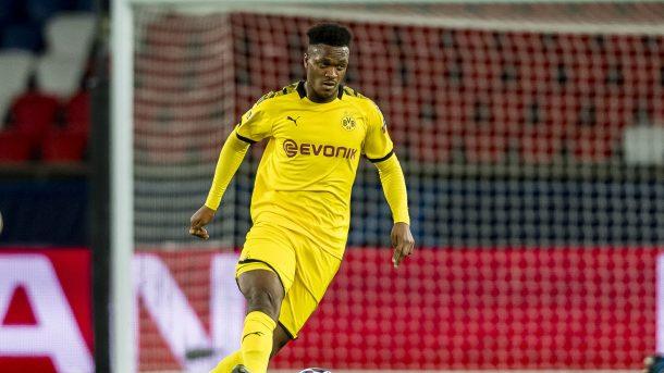 El defensor del Dortmund Zagadou se lesiona la rodilla en el entrenamiento
