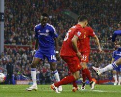Un Chelsea con 10 resiste en Anfield